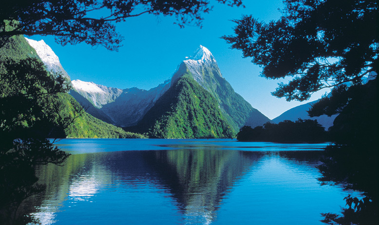New Zealand_South Island_Milford Sound Lake and Mountains_APT_2065_LLR